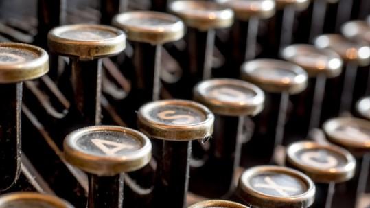 typewriter-585000_640
